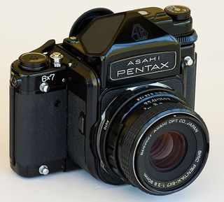 Pentax-6x7-front_090530_11h_w14hebcss1x